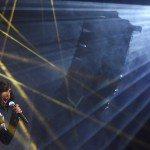 Conchita Wurst, a 2014-es Eurovíziós Dalverseny osztrák győztese fellép a 60. Eurovíziós Dalfesztivál hivatalos megnyitóján a bécsi Városházán 2015. május 17-én. (MTI/EPA/Helmut Fohringer)